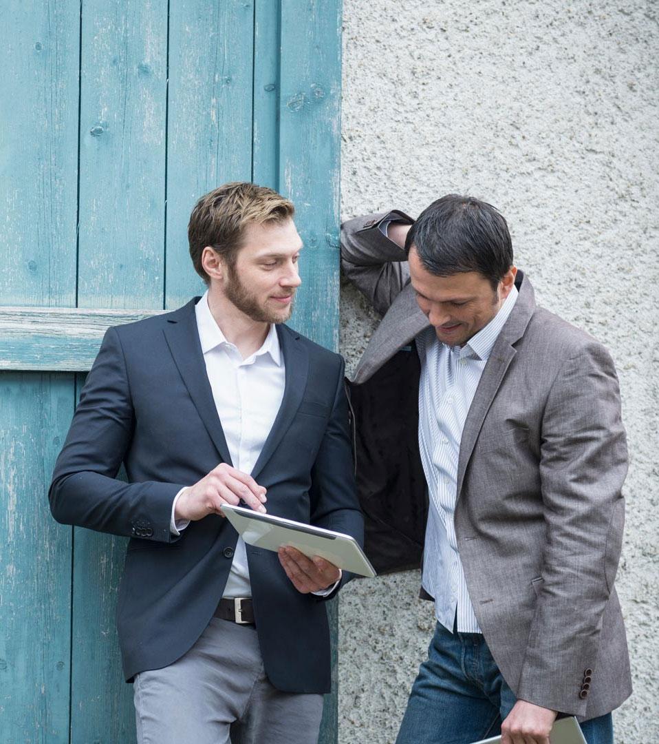 NetCologne - Zwei Männer, Tablet